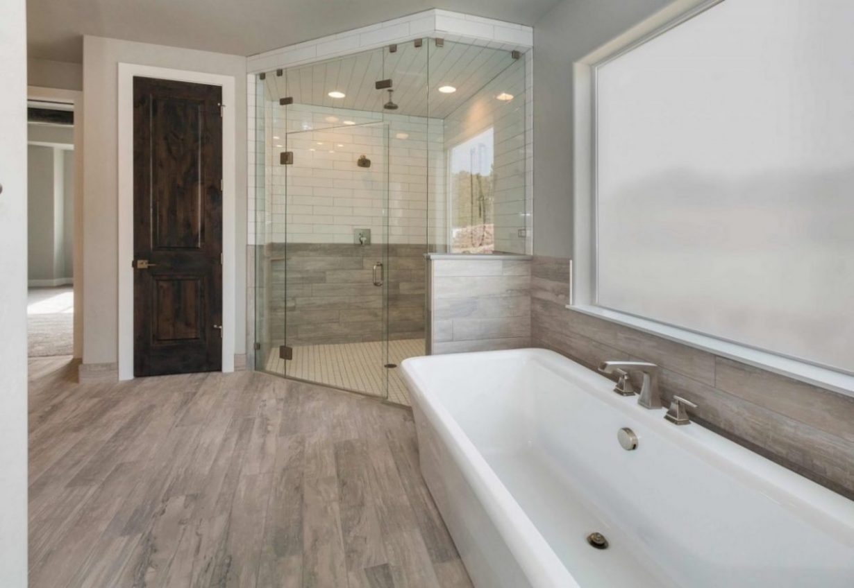 Read more about the article Choosing the Best Custom Shower Doors for Your Home