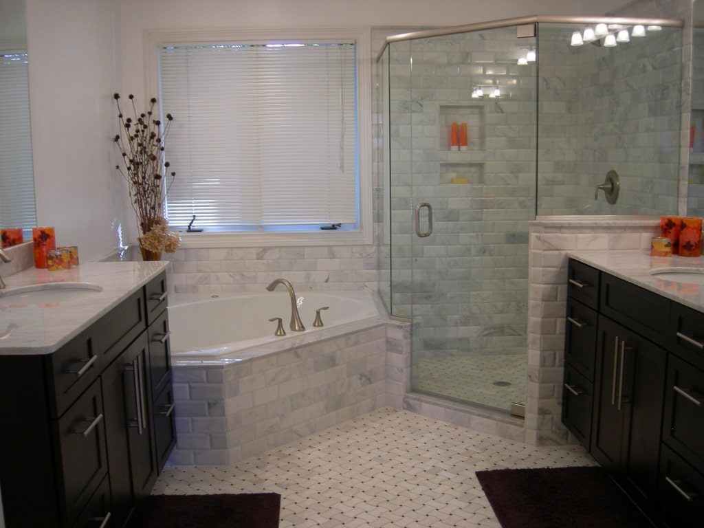 Custom Shower Frameless with shower