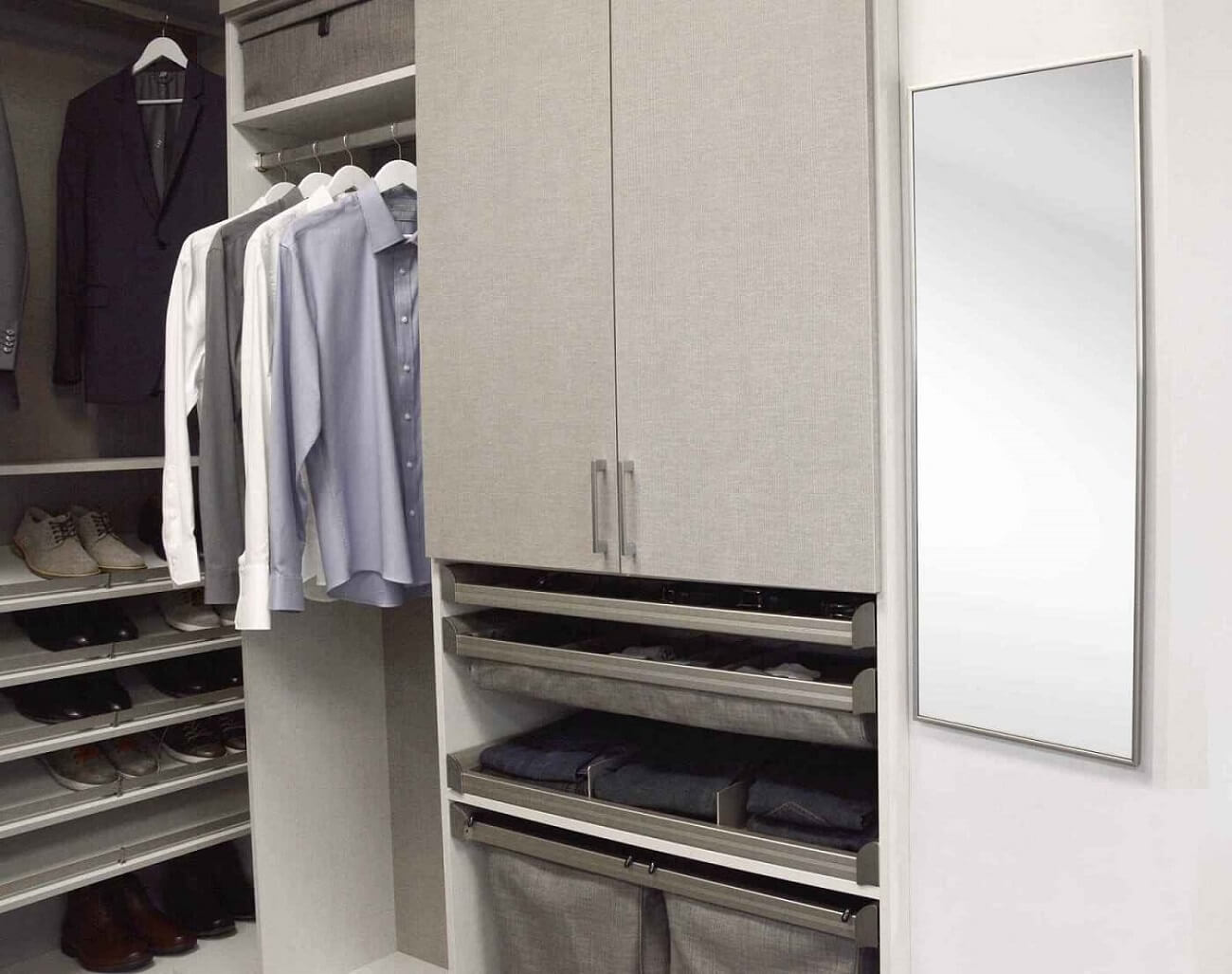 Read more about the article 7 Ways Custom Closets Increase Your Closet Storage Space